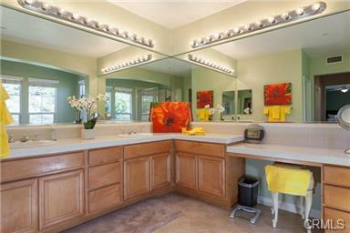 5 Hempstead St Ladera Ranch This cheery master bath has dual master sinks and two walk-in cl