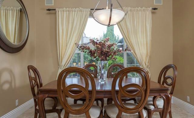 32 Crawford Tustin The formal dining room overlooks your lush backyard.