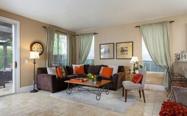 32 Crawford Tustin The open floor plan creates a great flow throughout the downstai
