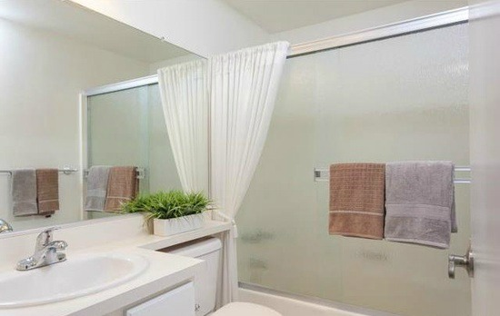 51 Woodleaf Irvine Bathroom 2
