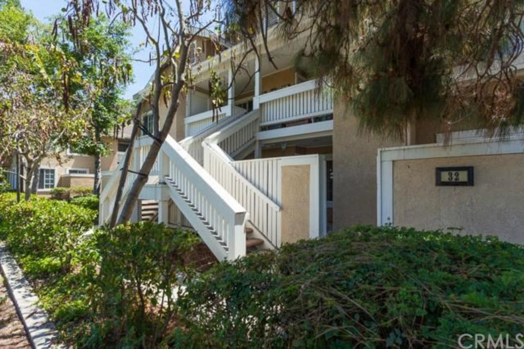 32 Woodleaf Irvine CA stairs