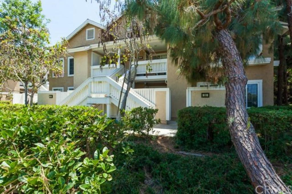 32 Woodleaf Irvine CA lush greenery