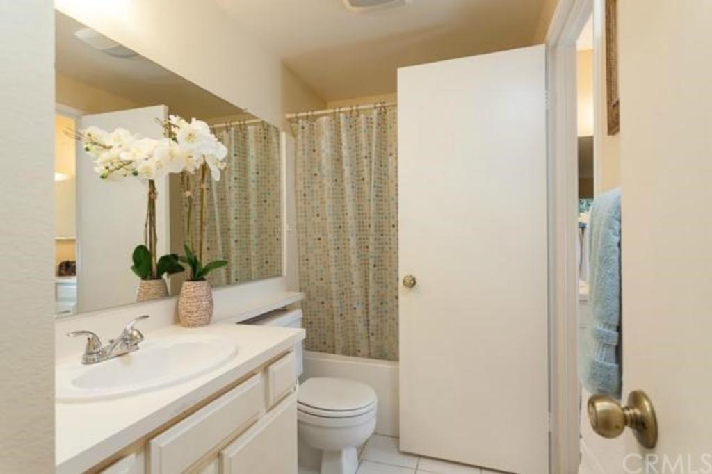 32 Woodleaf Irvine CA bathroom 1