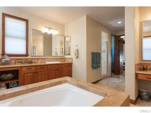3 Drackert Ln Dual vanities and Jacuzzi tub complete the master bathroom.
