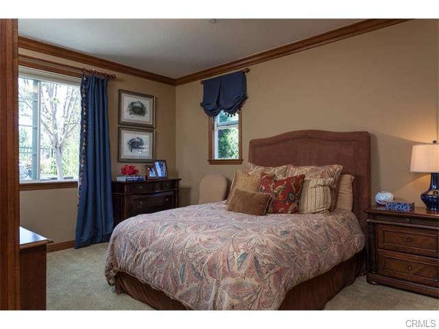 3 Drackert Ln Another main floor bedroom with a full bathroom is located off t