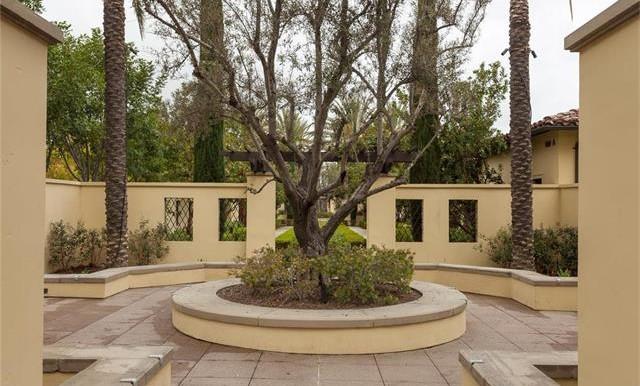 73 Towngate Irvine CA Courtyard