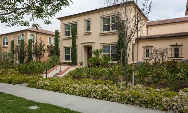 73 Towngate Irvine CA Front Yard 2