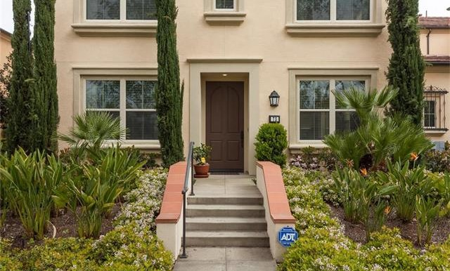73 Towngate Irvine CA Front Yard 4