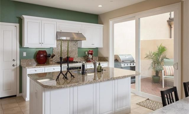 73 Towngate Irvine CA Kitchen