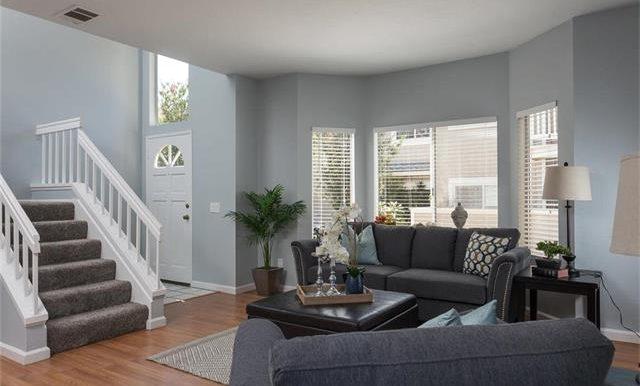 36 Monroe #44 Living Room