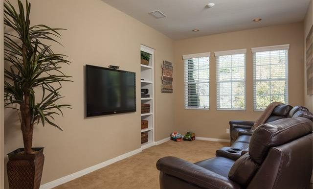 16-thornhill-st-ladera-ranch-extra-space