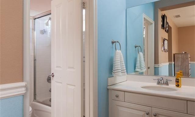 16-thornhill-st-ladera-ranch-hall-bath