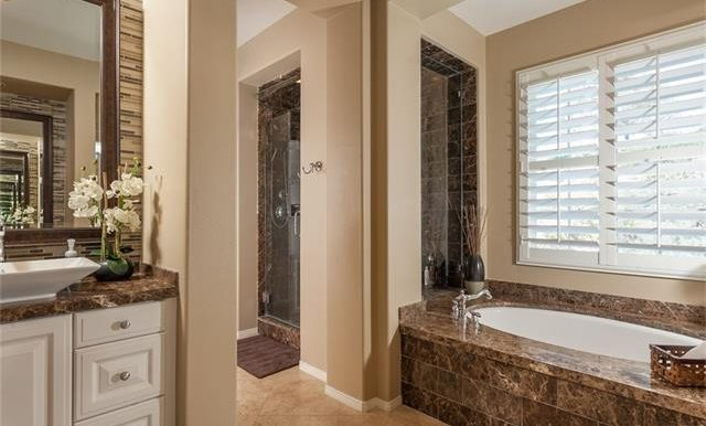 16-thornhill-st-ladera-ranch-master-bath-view