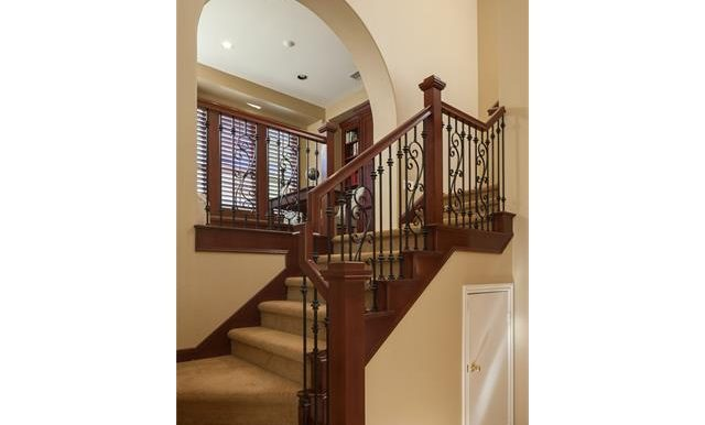 16-thornhill-st-ladera-ranch-staircase