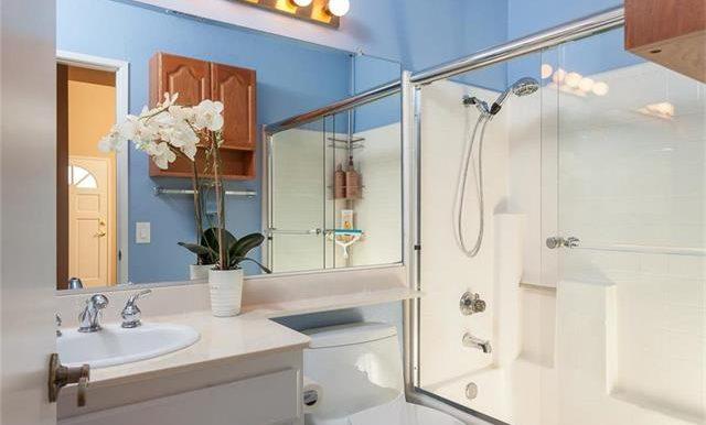 170 Monroe Irvine Hall Bath