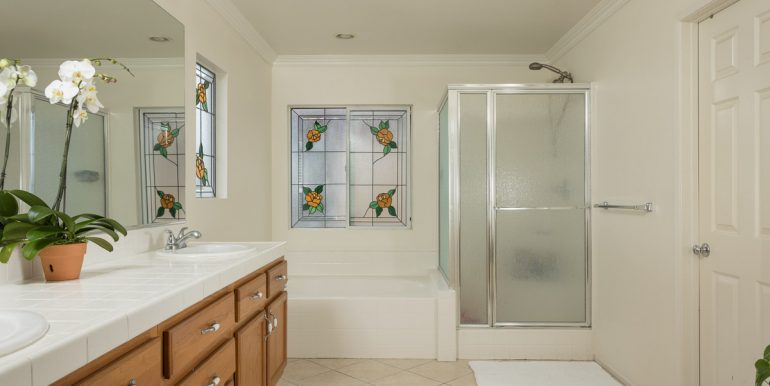 26242-paseo-toscana-master-bathroom