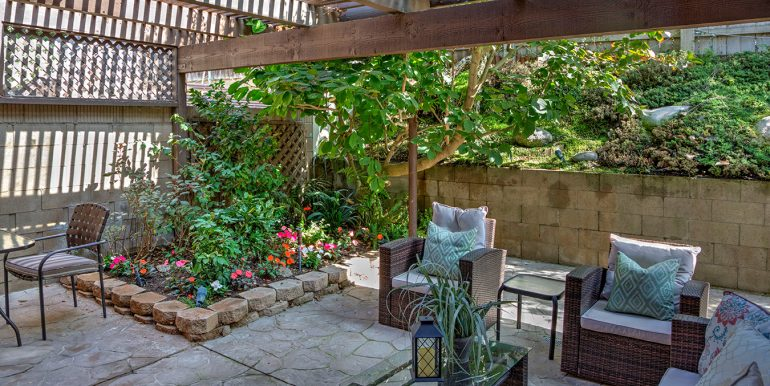 2420-lesparre-way-backyard