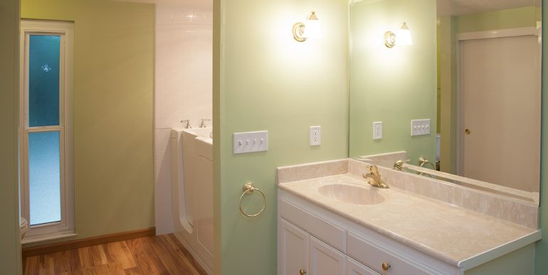 2420-lesparre-way-second-bath