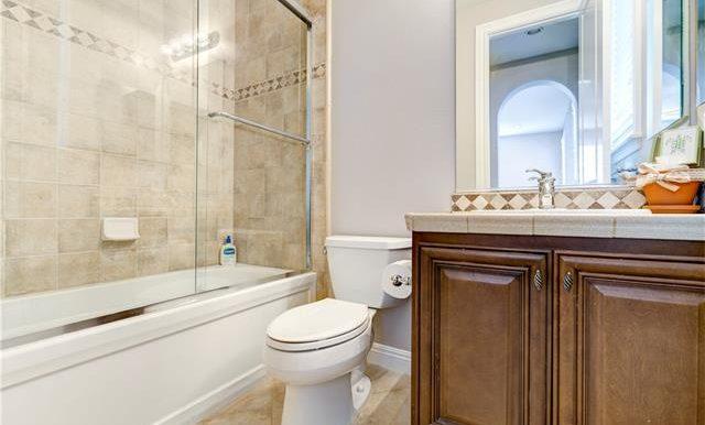 22 Roshelle Ln Bathroom 2