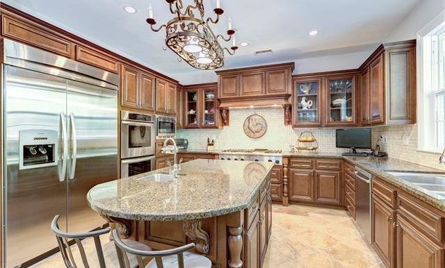 22 Roshelle Ln Kitchen 2