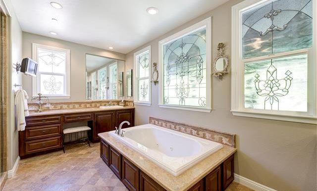 22 Roshelle Ln Master Bath