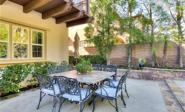 22 Roshelle Ln Outdoor Seating
