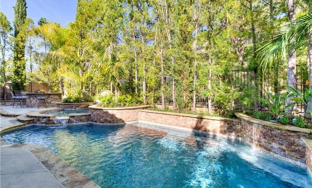 22 Roshelle Ln Private Pool