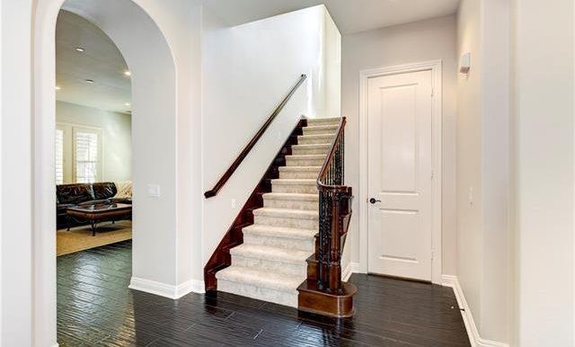 22 Roshelle Ln Stairway
