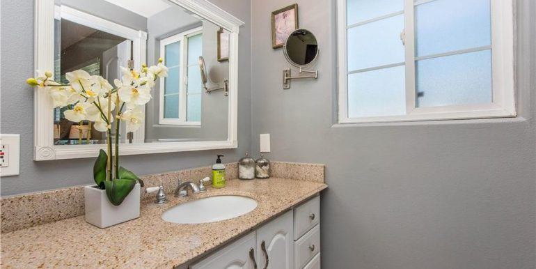 14422 Sandbrook Dr Tustin Bathroom