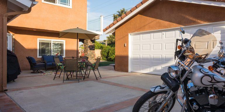 9642 Toucan Ave Fountain Valley Garage