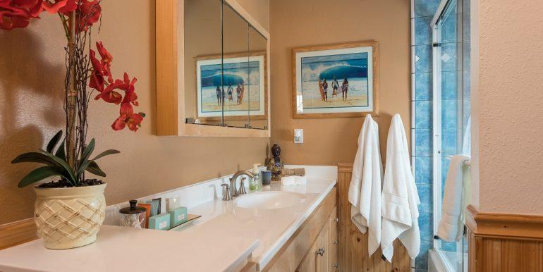 9642 Toucan Ave Fountain Valley Hall Bathroom