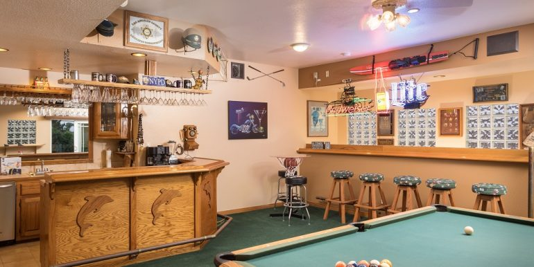 9642 Toucan Ave Fountain Valley Indoor Bar