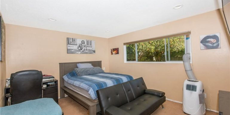14492 Silverbrook Bedroom