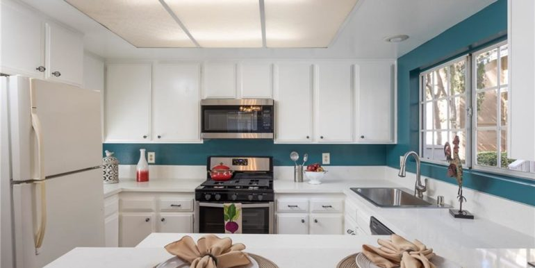 20 Woodbridge Teal Accents
