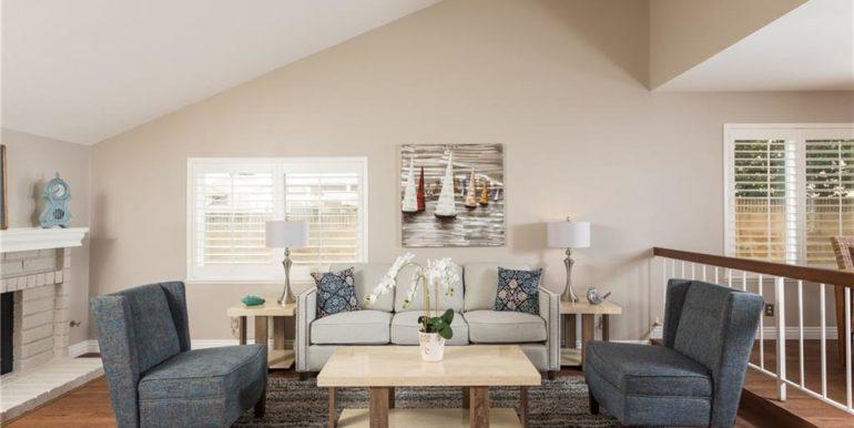 32 Allegheny Irvine Living Room