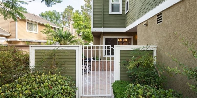 21 Twinberry Aliso Viejo CA Closed Front Gate