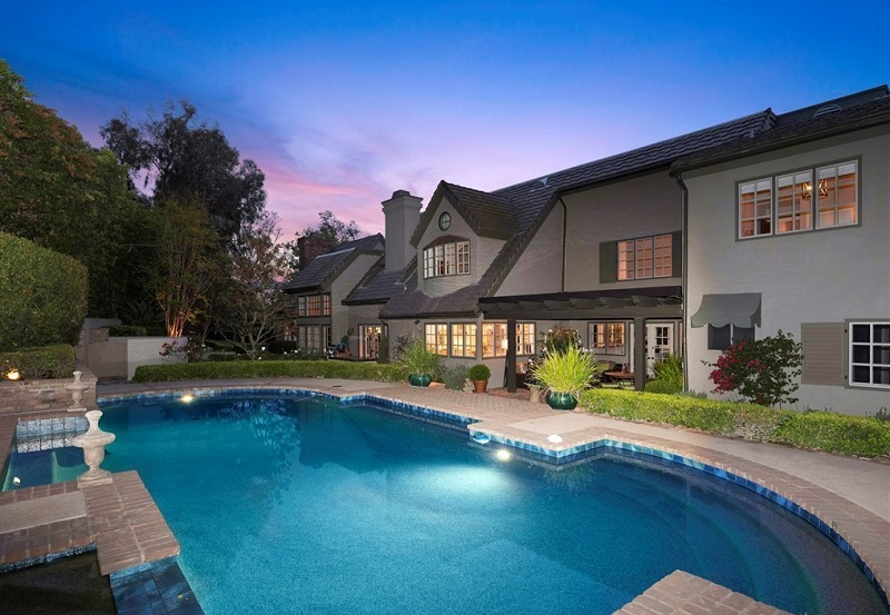 Families may find comfort in their new home at 1620 La Loma Rd in Tustin CA, a part of Orange County and the well-known southern California.