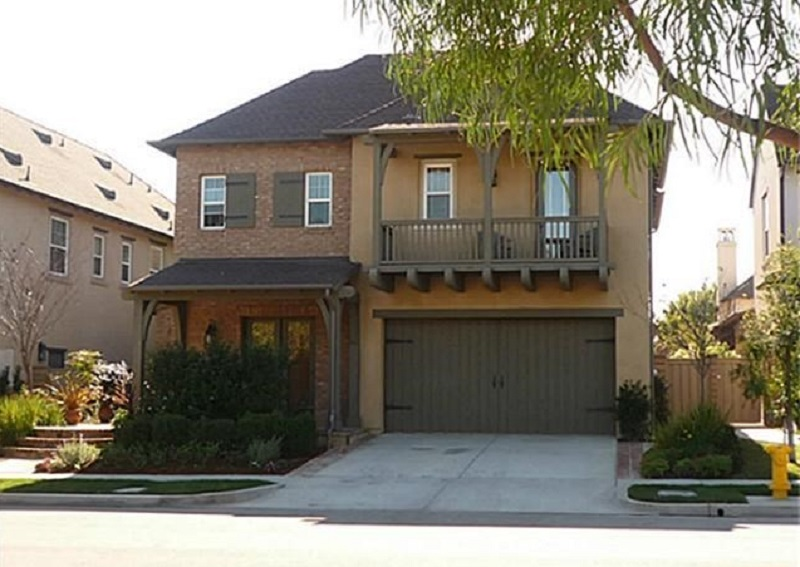There are many reasons to love 28 Gentry in Irvine California from where it is located to what can be found inside and out.
