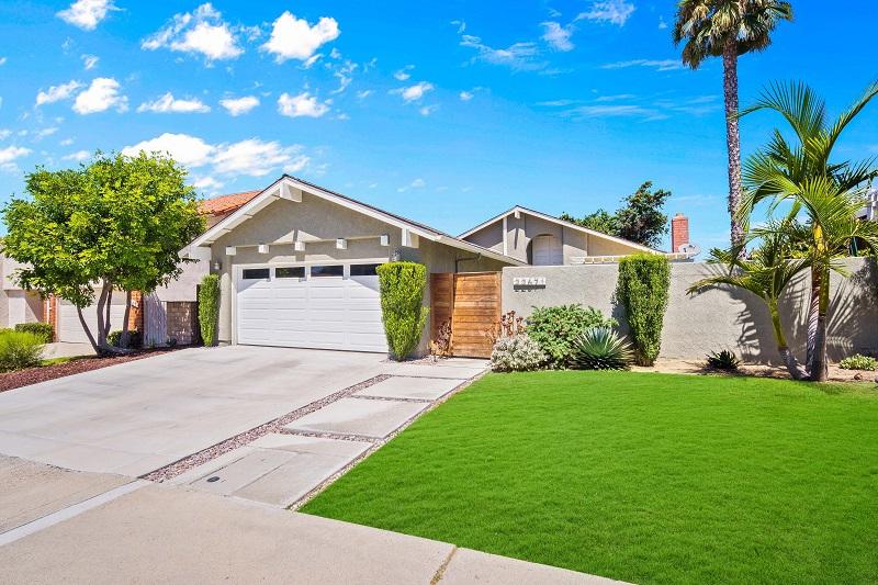 22671 La Vina Dr Front Yard View