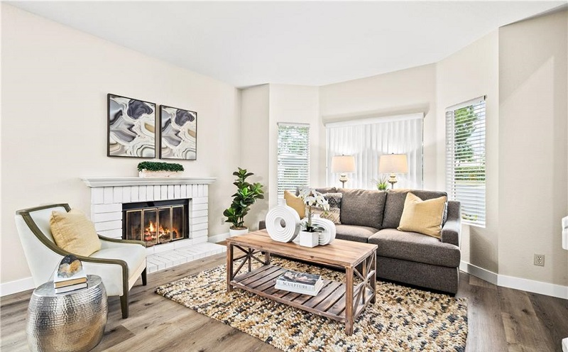 160 Monroe Irvine Living Room