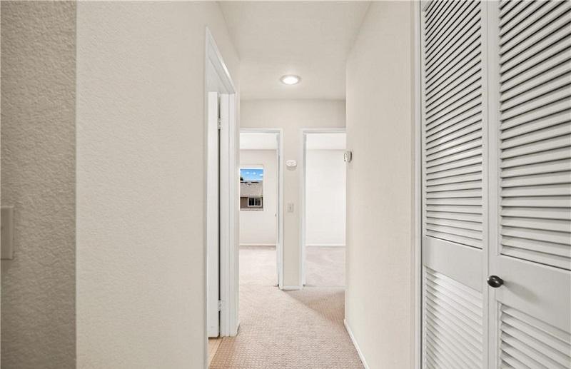 160 Monroe Irvine Second Floor Hallway