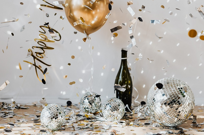 Inspiring Margarita Recipes a Bottle of Champagne on a Table with Balloons and Streamers for New Years